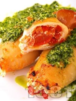 Пълнени калмари с домати, чушки и сирене по сицилиански печени в тава на фурна - снимка на рецептата